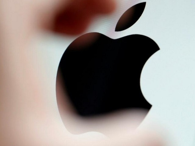 The Apple logo is seen on a computer screen in this illustration photo taken in Bordeaux, France, February 1, 2017. PHOTO: REUTERS