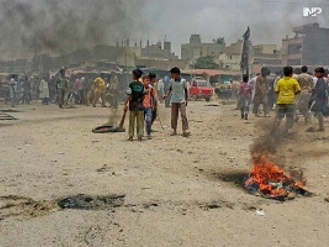 Orangi Town protests over water crisis. PHOTO: INP