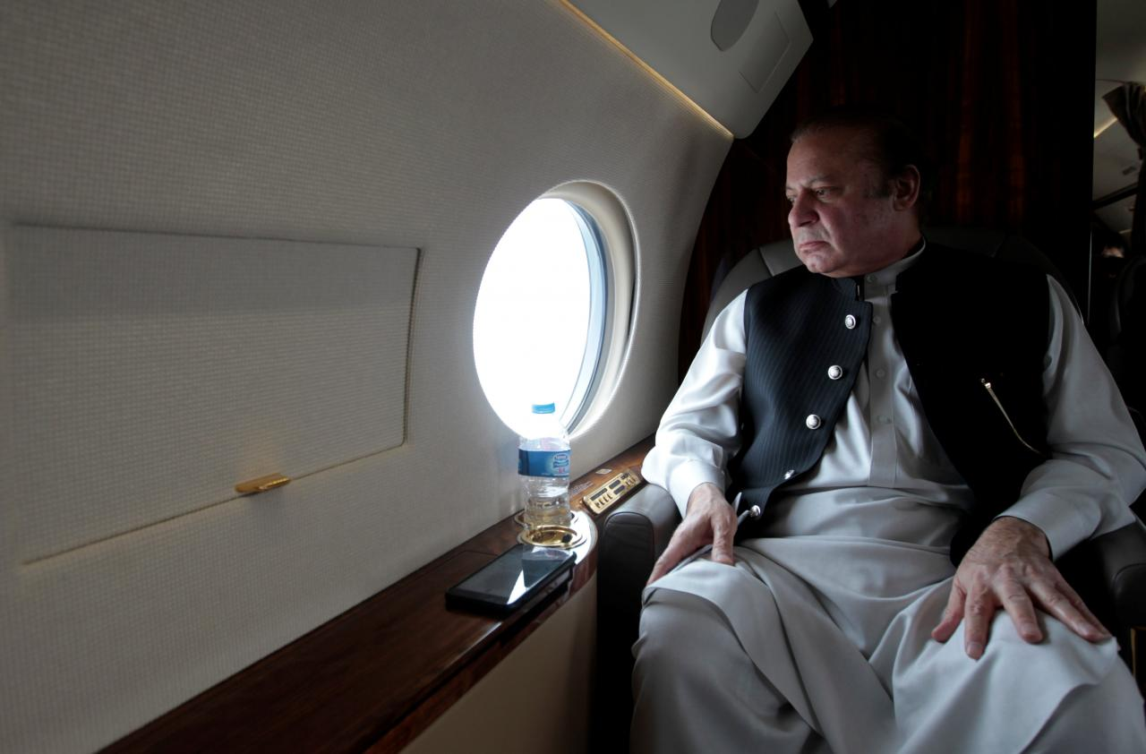 pakistani-prime-minister-nawaz-sharif-looks-out-the-window-of-his-plane-after-attending-a-ceremony-to-inaugurate-the-m9-motorway-between-karachi-and-hyderabad-4
