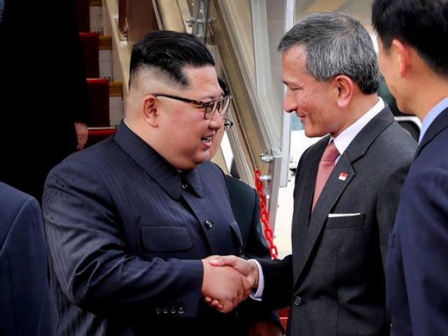 Kim Jong Un arrives in Singapore for historic summit; meets Singapore PM