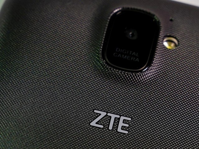 A ZTE smart phone is pictured in this illustration taken April 17, 2018. PHOTO: REUTERS