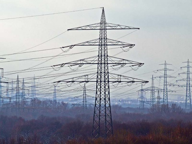 The existing transmission system has the capacity to carry about 15,000-17,000 megawatts of electricity safely, which is substantially below the peak load of over 20,000MW, according to the World Bank. PHOTO: REUTERS