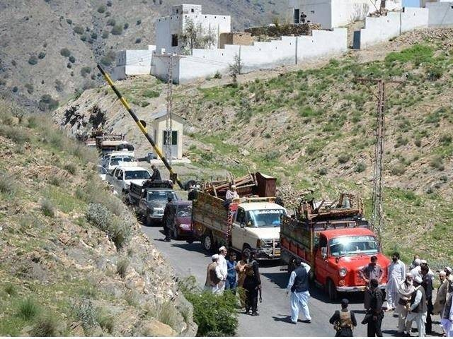 Traffic accident in Mohmand Agency kills 2 children, injures 10. PHOTO: EXPRESS.
