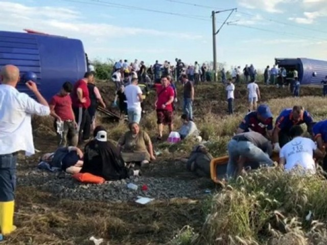 Several reported dead and injured after train derails in northwestern Turkey