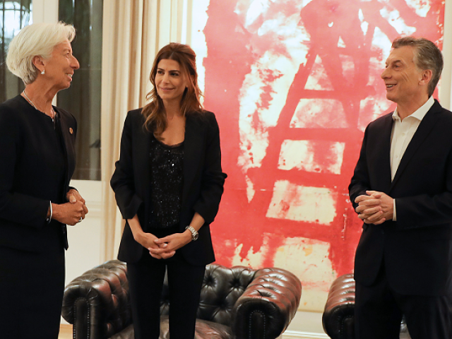 This handout picture released by Argentina's Presidency shows President Mauricio Macri (R) and his wife Juliana Awada (C) receiving International Monetary Fund (IMF) Managing Director Christine Lagarde, at the presidential residence in Olivos, Buenos Aires on July 20, 2018. Global trade conflicts triggered by the protectionist policies of US President Donald Trump are set to dominate this weekend's meeting of Group of 20 finance ministers in Buenos Aires. PHOTO: AFP
