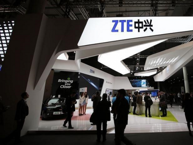 Congress abandons bid to reverse Trump deal with ZTE..