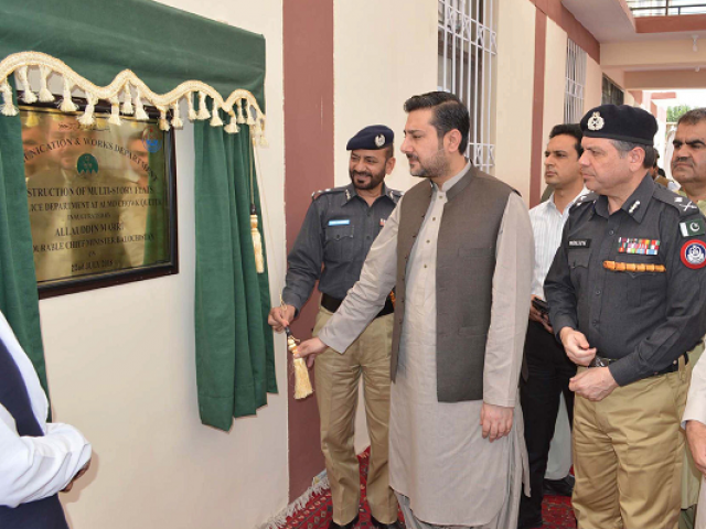 Caretaker Balochistan Chief Minister Alauddin Marri unveils the plaque of residential apartments of the police force in Quetta. PHOTO: EXPRESS