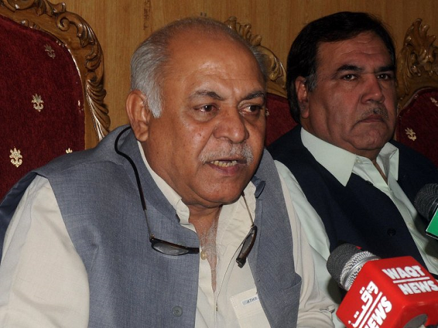 Former CM Abdul Quddus Bizenjo must be held accountable for not paying any heed to the problems of Awaran district, the National Party chief says. PHOTO: ZAFAR ASLAM