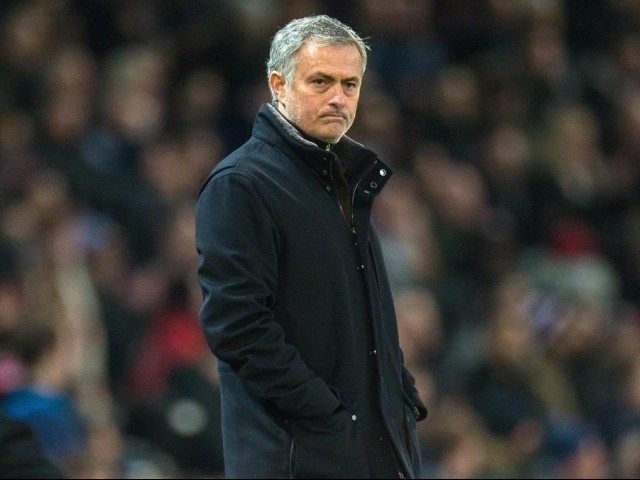 United at disadvantage at start of season, claims Mourinho
