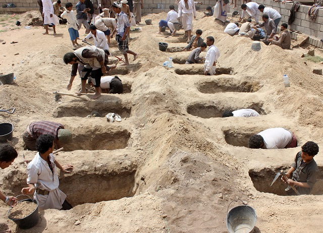 Thousands mourn Yemeni children killed by coalition air strike