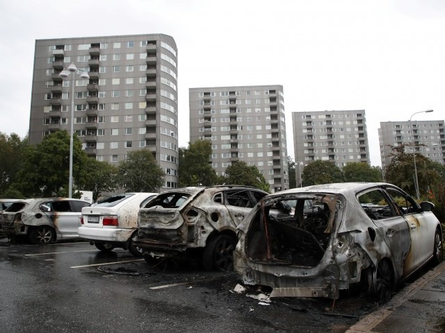 Youths in Sweden torch 100-plus cars
