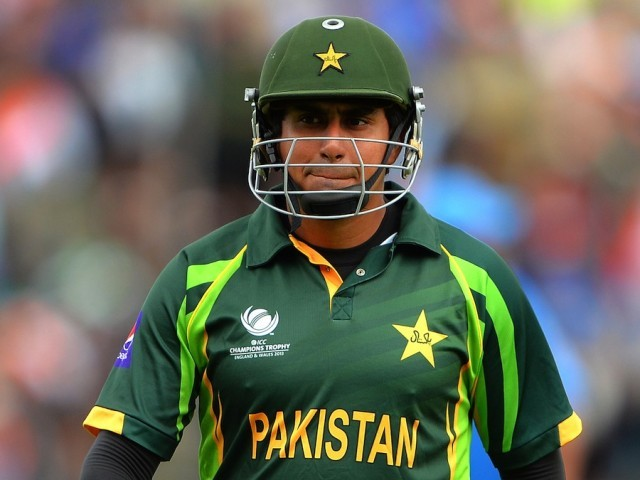 Pakistan ban batsman Jamshed for 10 years over spot-fixing