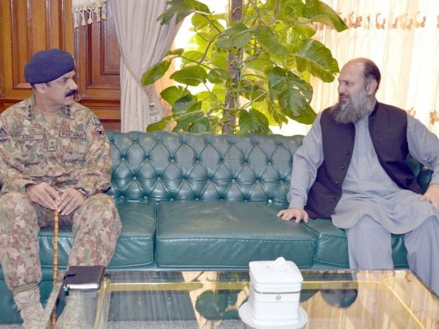 Balochistan Chief Minister Jam Kamal Khan in a meeting with Commandant Southern Command Lieutenant General Asim Saleem Bajwa at CM Secretariat in Quetta. PHOTO: EXPRESS