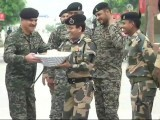 pak-india-soldiers-sweets-640
