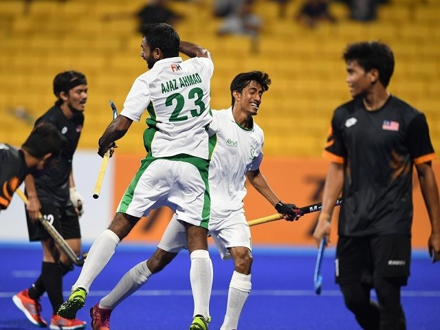 Pakistan's Ajaz Ahmad (3L) and Muhammad Atiq (2R) celebrate after score a goal against Malaysia during the men's hockey pool B match in Jakarta on August 26, 2018. PHOTO: AFP
