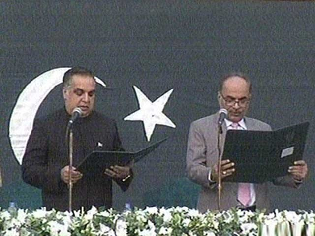 PTI's Imran Ismail takes oath as the Governor Sindh. PHOTO: EXPRESS
