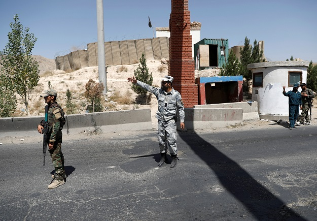 Taliban attack on Afghan city of Ghazni enters third day