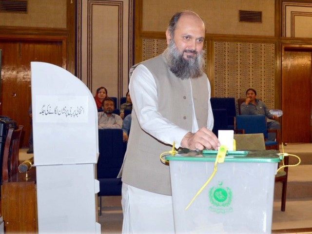 Balochistan Chief Minister Jam Kamal Khan casts his vote. PHOTO: EXPRESS