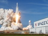 a-spacex-falcon-heavy-rocket-lifts-off-from-the-kennedy-space-center-in-cape-canaveral-2