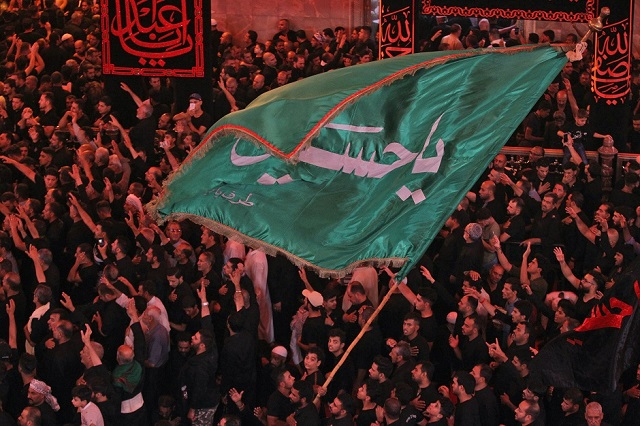 Shia pilgrims at the Imam Hussain shrine in Karbala, Iraq on the eve of Ashura, September 19, 2018. PHOTO:AFP