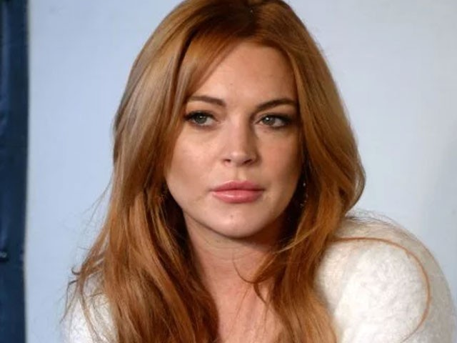 Lindsay Lohan posts weird  video with homeless family