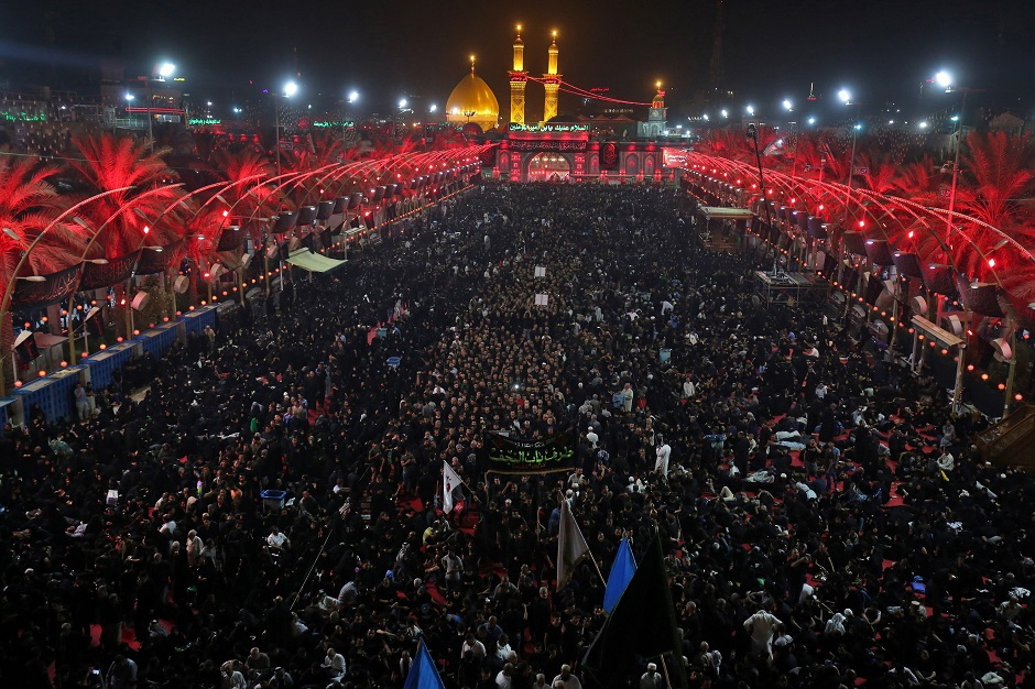 Shia pilgrims gather at the Imam Hussain shrine in Karbala, Iraq on the eve of Ashura, September 19, 2018. PHOTO:AFP