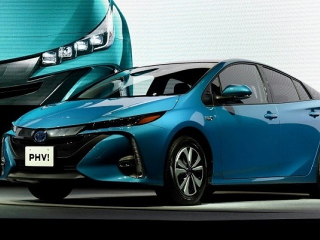 Toyota recalls 2.4 million Prius, Auris hybrids for software-related stalling