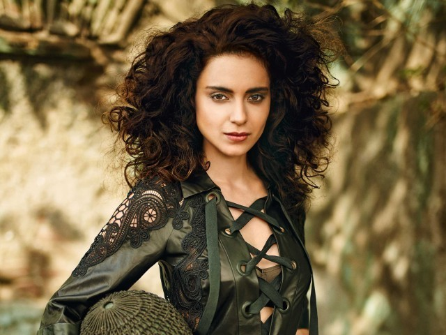 That director used to hug me tight, smell my hair: Kangana