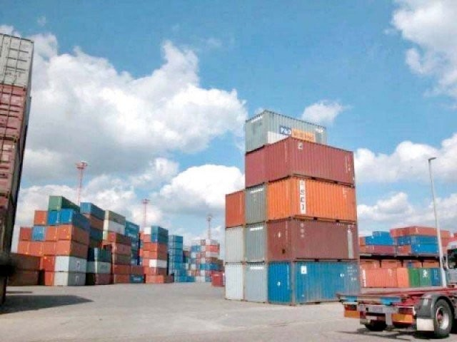 Exports rise 4.6%, but imports remain almost stagnant.  PHOTO: FILE