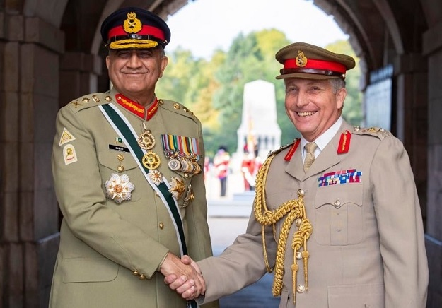 COAS Bajwa and General Sir Nicholson Carter, UK Chief of Defence Staff. PHOTO:TWITTER@OfficialDGISPR