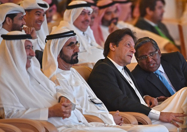 Dubai Ruler Mohammed bin Rashed al-Maktoum (2 L), Saudi state Minister Ibrahim al-Assafa (L) and Pakistani Prime Minister Imran Khan (2 R) attending the opening ceremony of the Future Investment Initiative FII conference in Riyadh on October 23. PHOTO:AFP