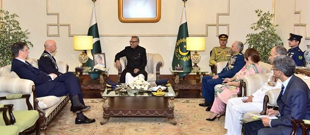 President Alvi confers Nishan-e-Imtiaz upon Italian air force chief