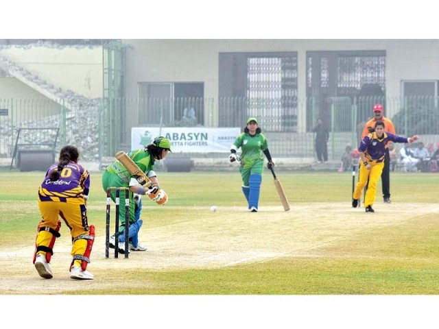 Quetta Fighters and Kashmiri Stars compete in First Women T20 Super League 2018 in Peshawar. PHOTO: APP