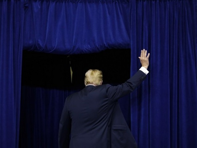 President Donald Trump departs following a campaign rally for Republican Senate candidate Mike Braun at Allen County War Memorial Coliseum November 5, 2018 in Fort Wayne, Indiana. PHOTO:AFP