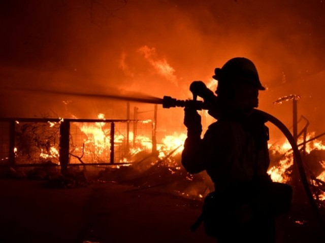Malibu fire rages through coastal homes