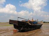 a-stranded-boat-with-rohingya-muslims-1
