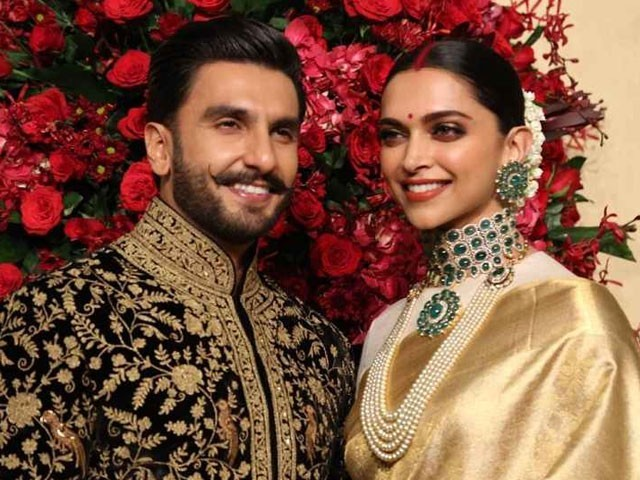 Check out Deepika Padukone & Ranveer Singh at their Bengaluru reception