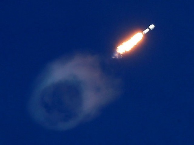 A SpaceX Falcon 9 rocket launches carrying a Qatari communications satellite, which will provide connectivity to Qatar and neighbouring parts of the Middle East, North Africa, and Europe, from historic Launch Pad 39A at the Kennedy Space Center in Cape Canaveral, Florida, US, November 15, 2018. PHOTO: REUTERS