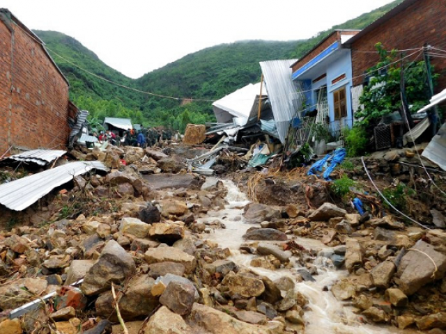 Damaged houses and debris are seen following flash floods and landslides in the Phuoc Dong commune of central Vietnam's Khanh Hoa province on November 18, 2018. PHOTO: AFP