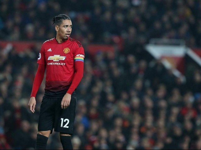 Chris Smalling signs new Manchester United contract