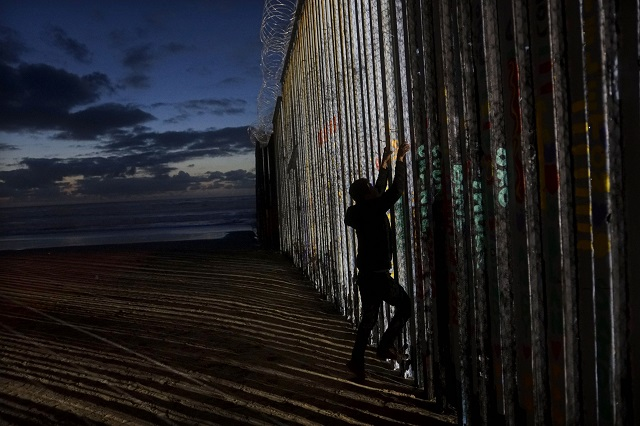 Donald Trump makes case for border wall to tackle 'humanitarian crisis'