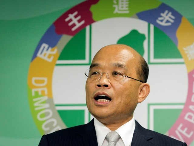 FILE PHOTO - Su Tseng-chang of Taiwan's Democratic Progressive Party (DPP) gives a speech during a news conference in Taipei, Taiwan May 30, 2012. REUTERS/Yi-Ting Chung/File Picture