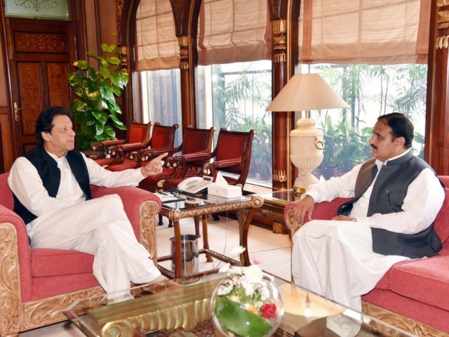 PM Imran Khan in a meeting with Punjab CM Usman Buzdar at PMO. PHOTO: PID