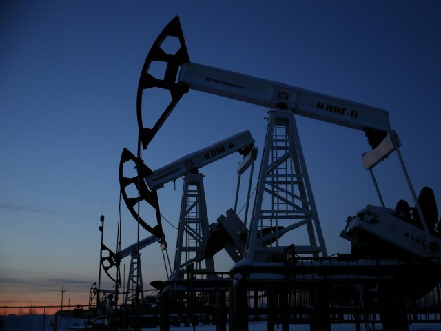 Oil edges down as USA supplies, economic worries eclipse Venezuela turmoil