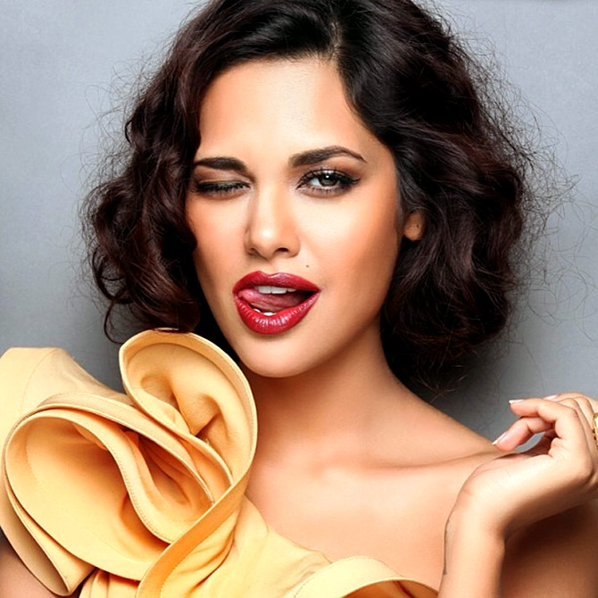 Esha Gupta blasted for sharing racist chat with friend