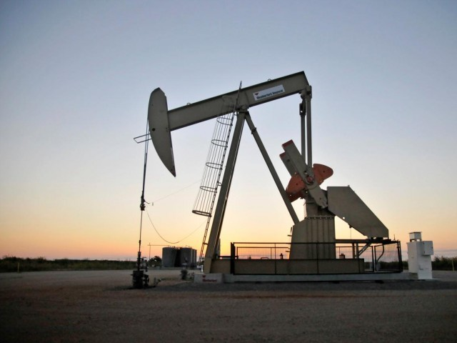 Oil ticks higher, market eyes US State of the Union address