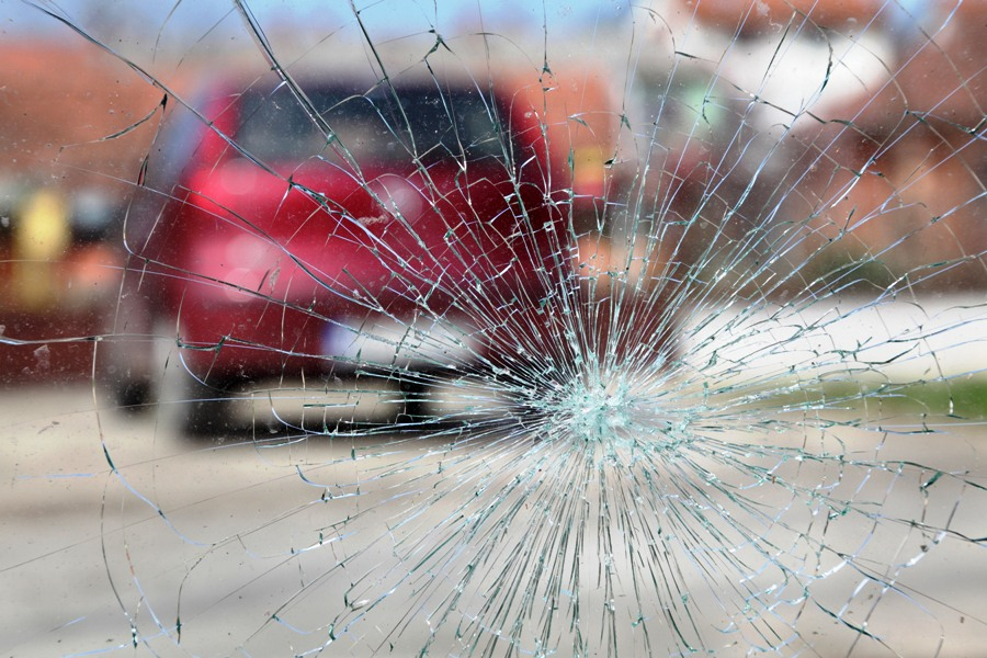 road-accident-crash-window-glass-2-2-2-2-2-2-2-2-3-2-3-2-3-2-3-2-2-2-2