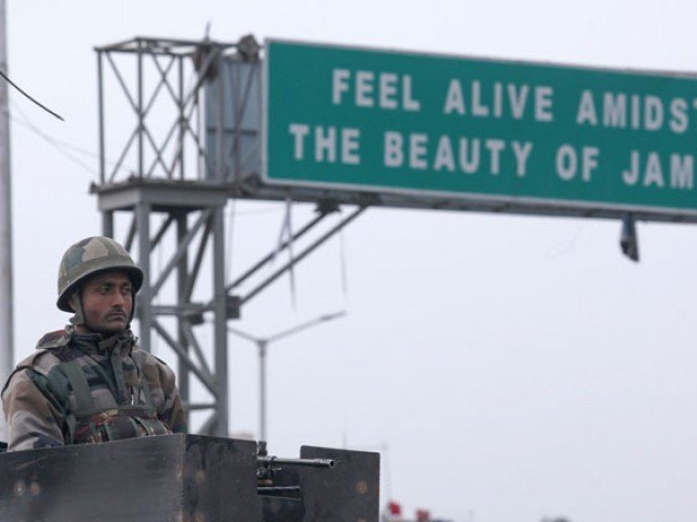 Gun battle with militants kills 4 Indian soldiers, civilian in Kashmir