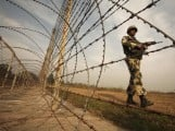 an-indian-bsf-soldier-patrols-near-the-fenced-border-with-pakistan-in-suchetgarh-4-2
