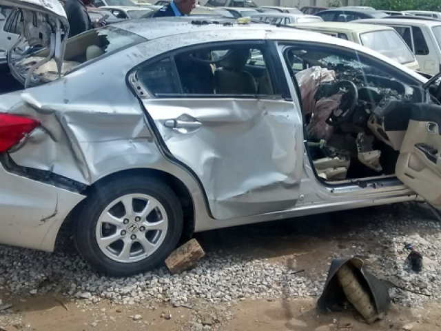 According to the police the accident occurred due to reckless driving and over speeding.  PHOTO: EXPRESS